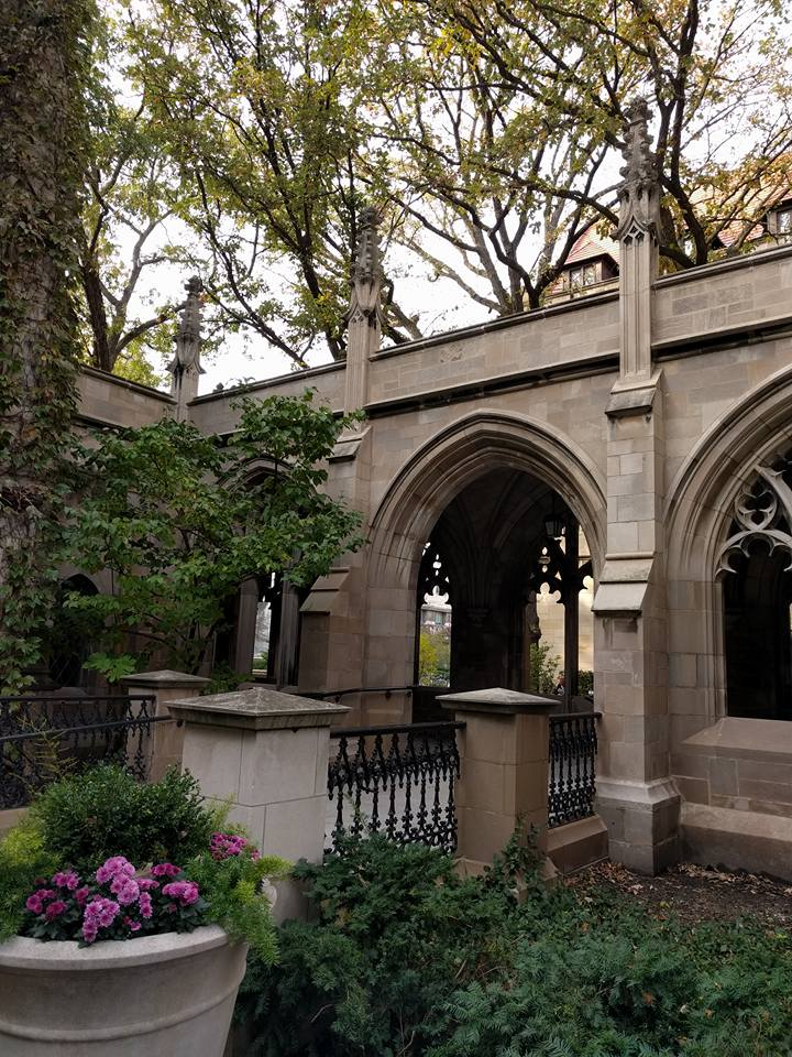 An arched doorway at the University of Chicago
